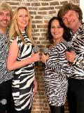 Een foto van de lookalike van ABBA