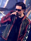 Een foto van de lookalike van Bono