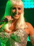 Een foto van de lookalike van Cher