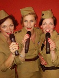 De foto van de lookalike en imitator van  The Andrews Sisters