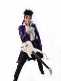 Een foto van de lookalike van Prince