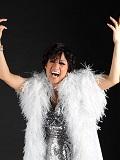 Een foto van de lookalike van Shirley Bassey