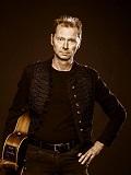 Een foto van de lookalike van Sting